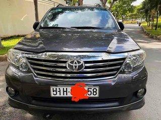Gia đình bán xe Toyota Fortuner V sản xuất 2015, màu xám