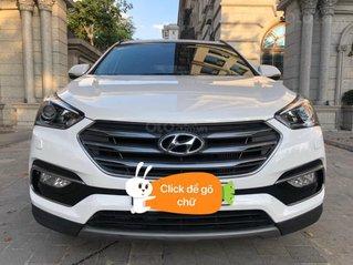 Cần bán xe Huyndai Santafe 2.2 máy dầu sản xuất 2018 màu trắng Ngọc Trinh rất đẹp