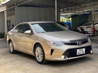 Cần bán xe Toyota Camry E SX 2017 màu vàng ghi