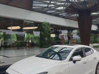 Cần bán lại xe Mazda 3 năm 2018, màu trắng, nhập khẩu chính chủ