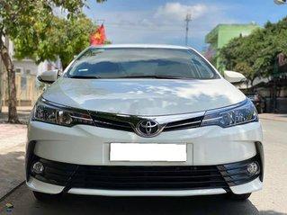 Cần bán gấp Toyota Corolla Altis năm sản xuất 2017, màu trắng còn mới