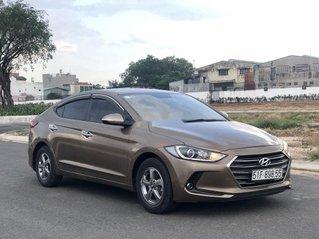 Cần bán Hyundai Elantra năm 2017, màu nâu