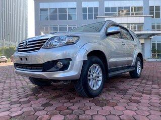 Cần bán xe Toyota Fortuner đời 2014, màu bạc chính chủ