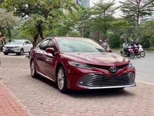 Cần bán Toyota Camry 2.5Q 2019 màu đỏ cực hot