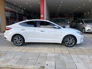 Bán Hyundai Elantra năm sản xuất 2019 còn mới, giá 635tr