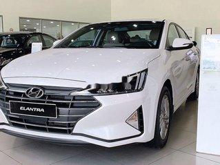 Cần bán Hyundai Elantra năm 2019, màu trắng, giá tốt
