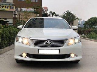 Cần bán xe Toyota Camry sản xuất năm 2014, màu trắng, nhập khẩu
