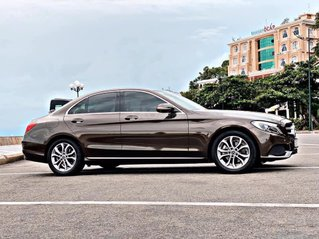 Cần bán nhanh chiếc Mercedes- Benz C200 đời 2018, xe còn mới giá ưu đãi