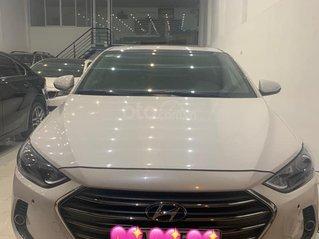 Cần bán Hyundai Elantra 2.0 SX năm 2017, màu trắng