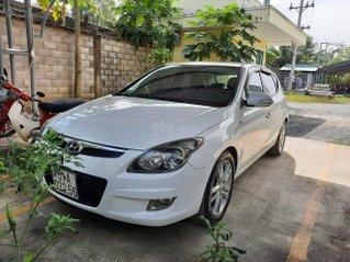 Chính chủ bán xe Hyundai i30 CW 1.6 AT 2011 - Giá chỉ 305 triệu còn rất mới và đẹp