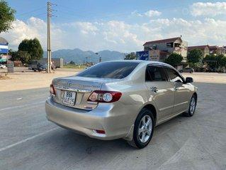 Cần bán xe Toyota Corolla Altis 2.0V AT, sản xuất 2012 màu vàng