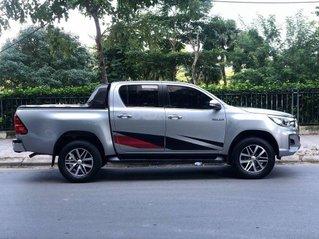 Cần bán xe Toyota Hilux 2.8G 2 cầu AT sản xuất năm 2018, màu bạc