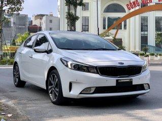 Bán nhanh Kia Cerato 1.6L sản xuất năm 2018 màu trắng xe cực đẹp biển TP