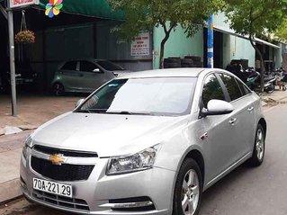 Cần bán Chevrolet Cruze năm sản xuất 2010, màu bạc xe gia đình, giá 245tr