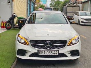 Cần bán gấp Mercedes-Benz C class đời 2019, màu trắng, giá tốt 1 tỷ 770 triệu đồng, siêu lướt