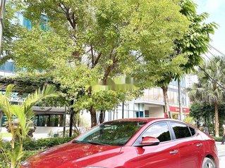 Cần bán Hyundai Elantra sản xuất 2017, màu đỏ