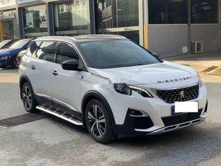 Cần bán gấp Peugeot 5008 đời 2018, màu trắng xe gia đình