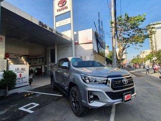 Bán Toyota Hilux năm 2019, màu bạc còn mới