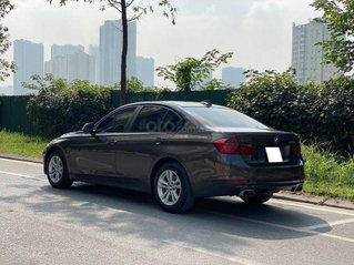 Cần bán xe BMW 320i sản xuất năm 2013 màu đen, giá tốt