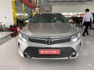 Cần bán xe Toyota Camry năm 2015, màu vàng, số tự động, giá chỉ 745 triệu