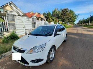 Bán xe Ford Focus 2011 số tự động màu trắng còn mới