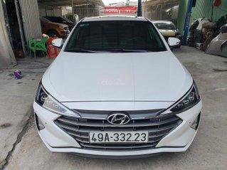Cần bán Hyundai Elantra 2.0 AT 2020, màu trắng, lướt chỉ hơn 5.000km