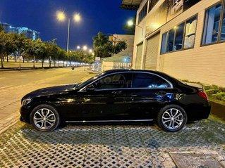Cần bán Mercedes Benz C200 model 2017, màu đen