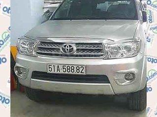 Cần bán Toyota Fortuner sản xuất 2010, màu bạc chính chủ, giá tốt