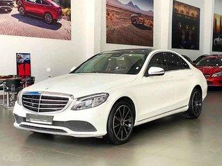 Cần bán lại xe Mercedes C200 Exclusive đời 2019, màu trắng chính chủ