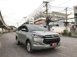 Cần bán Toyota Innova năm sản xuất 2018, màu bạc