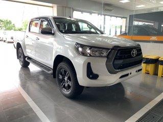 Toyota Hilux 2.4 AT 4X2, bán tải 1 cầu - giao ngay- giá tốt nhất thị trường
