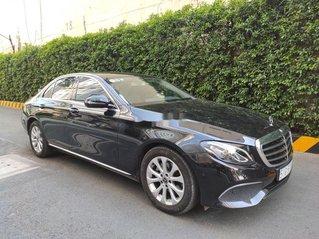 Bán Mercedes E class đời 2018, màu đen còn mới