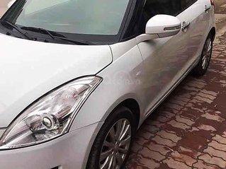 Cần bán Suzuki Swift đời 2017, màu trắng số tự động