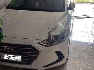 Cần bán Hyundai Elantra đời 2018, màu trắng