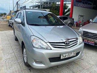 Bán xe Toyota Innova đời 2010, màu bạc chính chủ