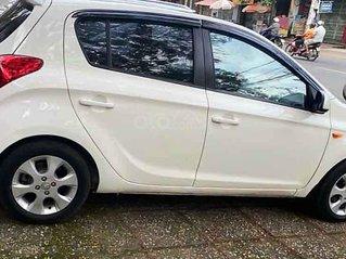 Xe Hyundai i20 năm 2012, màu trắng, xe nhập