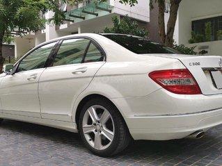 Mercedes-Benz C300 sản xuất năm 2009, màu trắng