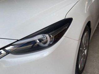 Bán xe Mazda 3 đời 2018, màu trắng, giá chỉ 590 triệu