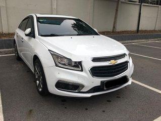 Cần bán gấp Chevrolet Cruze 2017, màu trắng còn mới