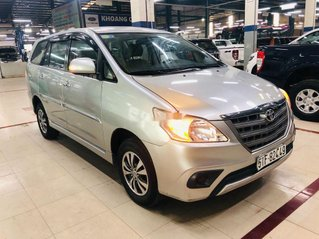 Cần bán xe Toyota Innova sản xuất 2016, màu bạc còn mới