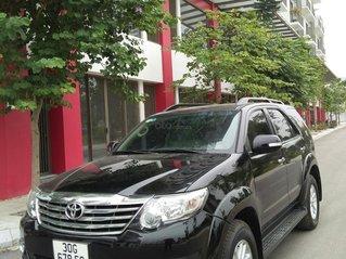 Chính chủ bán Toyota Fortuner sản xuất năm 2013, số tự động, màu đen, giá tốt, dàn lốp mới thay lần đầu