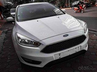 Bán Ford Focus đời 2017, màu trắng, BS TP