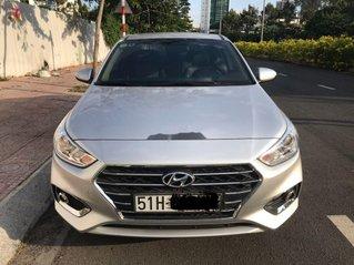 Cần bán gấp Hyundai Accent năm 2019, màu bạc số tự động