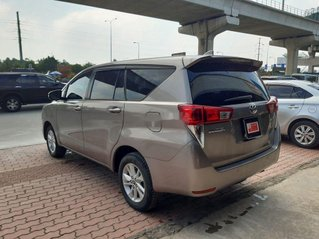 Cần bán Toyota Innova năm 2017, màu xám chính chủ