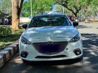 Cần bán Mazda 3 năm sản xuất 2015, màu trắng