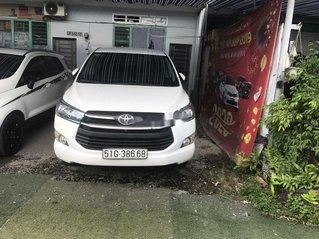 Cần bán lại xe Toyota Innova 2017, màu trắng