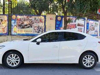 Cần bán xe Mazda 3 năm 2017, màu trắng còn mới