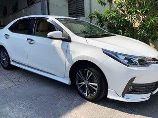 Cần bán lại xe Toyota Corolla Altis sản xuất 2017, màu trắng còn mới