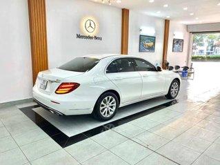 Cần bán Mercedes E200 model 2017 màu trắng nội thất đen