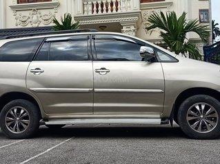 Cần bán Toyota Innova 2.0E MT 2014, màu vàng cát, xe đẹp chất, giá 355tr, LH a Trung
